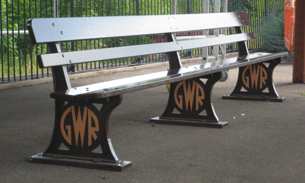 Replica GWR benches at Leamington station
